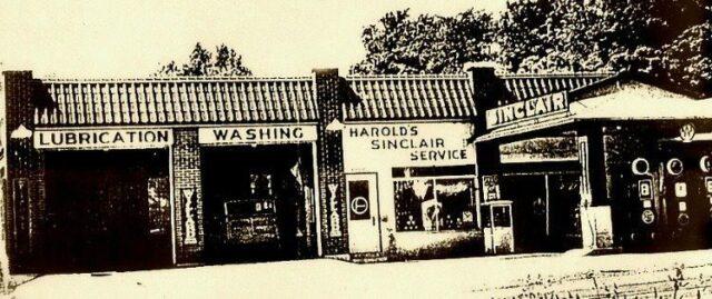Harold Lardie's Garage, Mapleton