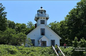 mission point lighthouse, apple tree