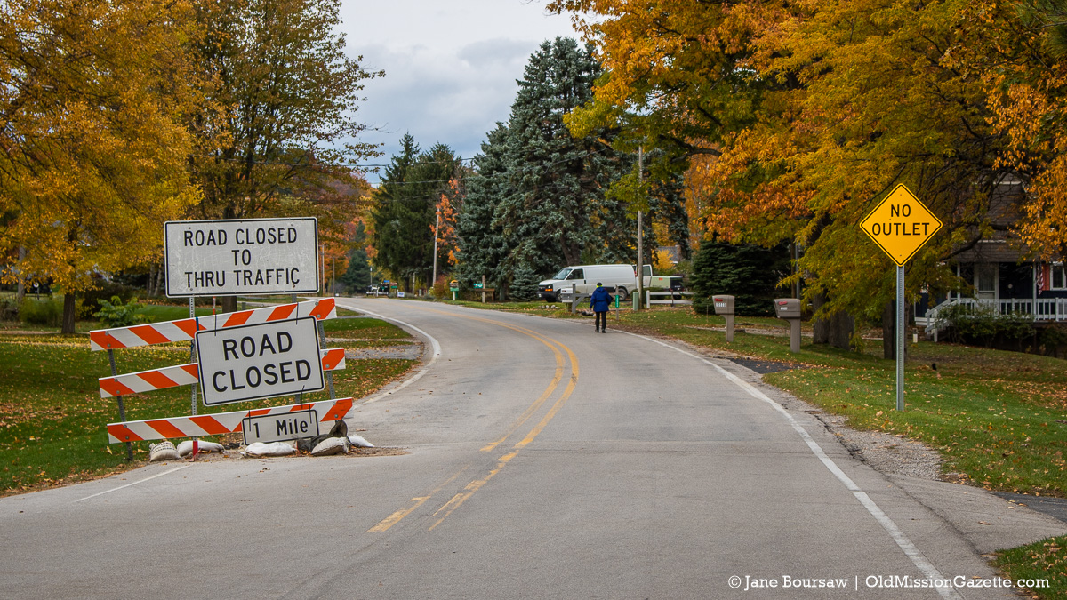 """Bluff Road gets a """"No Outlet"""" sign at Blue Water Road 