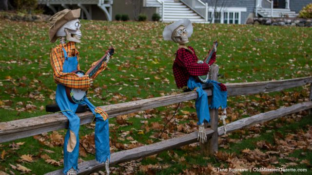 A couple of grateful dead singers on East Shore Road | Jane Boursaw Photo