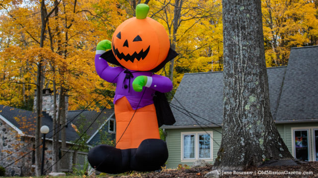 A pumpkin who's both happy and creepy on Peninsula Drive | Jane Boursaw Photo