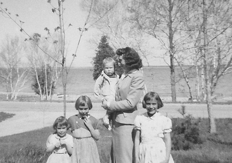 Shirley Blackmore with daughters Linda, Donna, Bonnie and Nancy | Bonnie (Blackmore) Cudney Photo