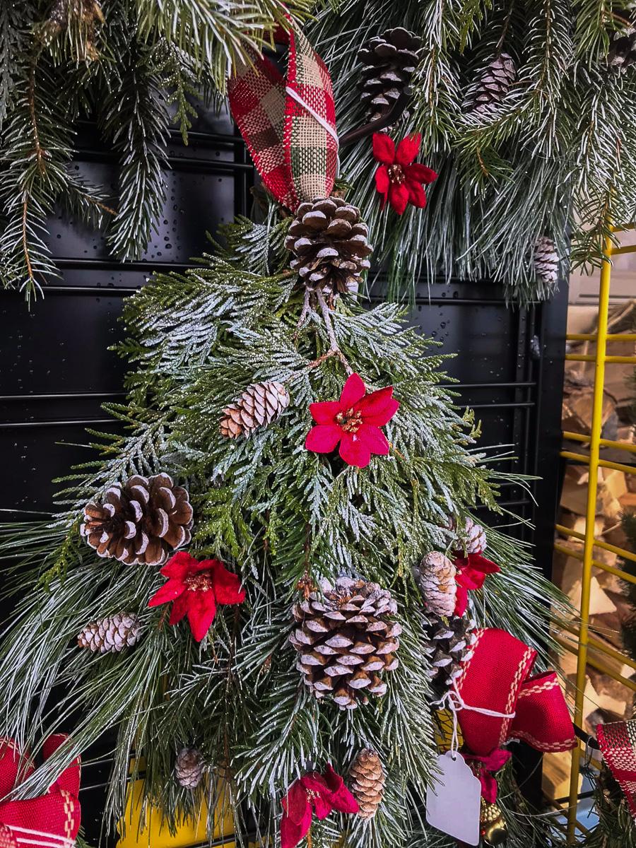 Holman's Wreaths and Holiday Greens at Peninsula Market | Holman Photo