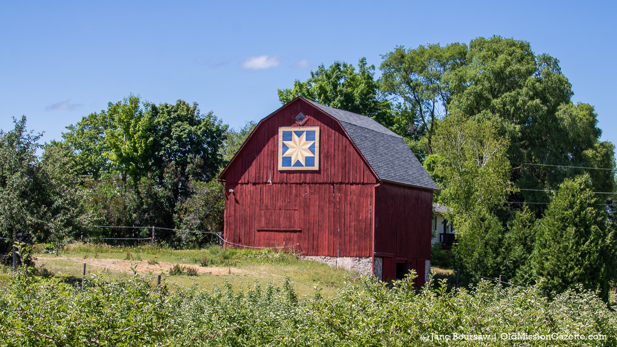 Johnson Farms barn with barn quilt on Center Road | Jane Boursaw Photo
