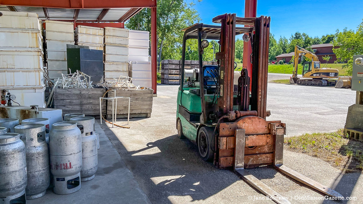 Little forklift at Johnson Farms Cooling Pad/Receiving Station | Jane Boursaw Photo