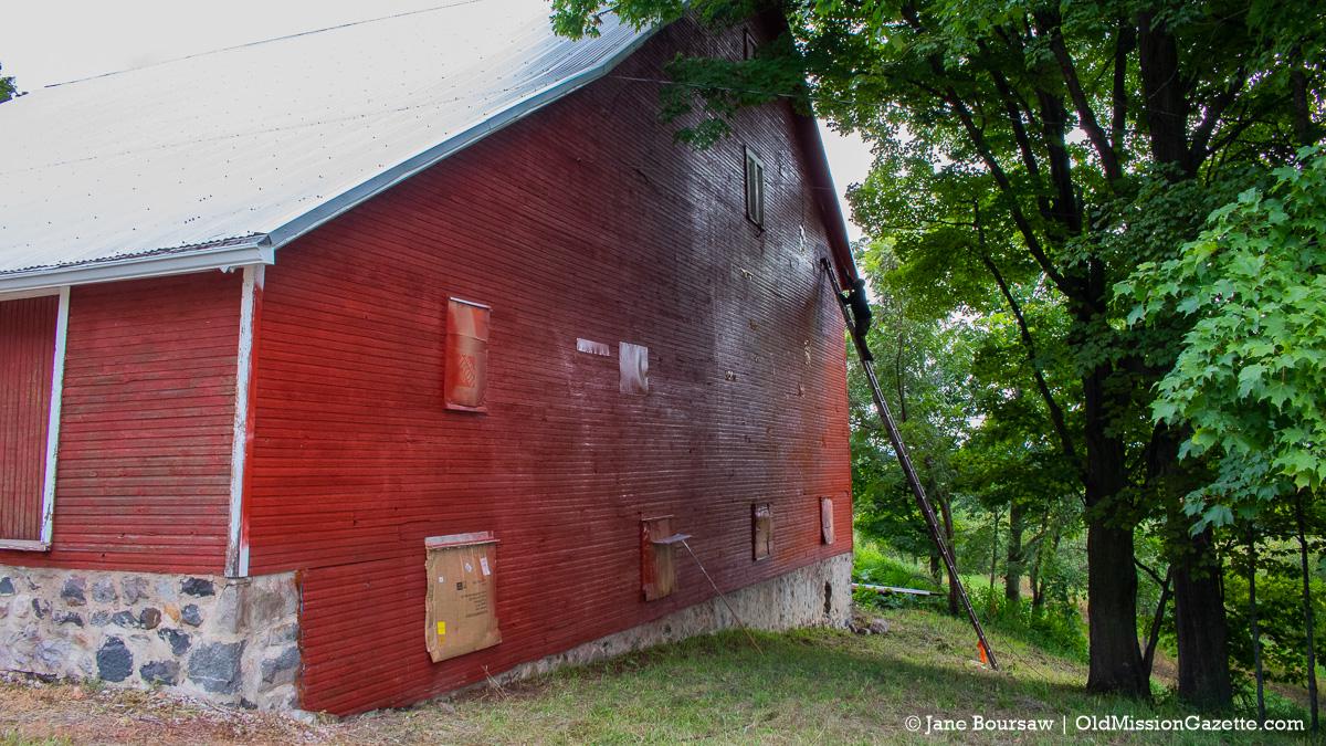 Johnson Barn on Center Road gets fresh paint   Jane Boursaw Photo