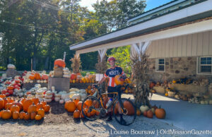OMP resident Gary Appel at Local Yokels' new farm stand | Jane Boursaw Photo